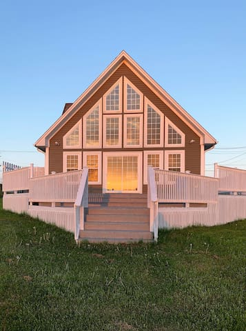 Edge of the Avalon Chalet (w/Jacuzzi & Fire Pit)