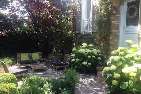 Maison de charme en ville & calme à 15 min Paris - Chelles - Huis