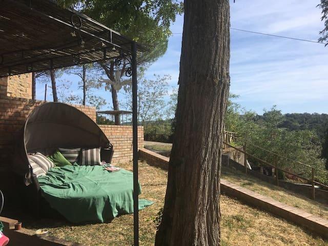 2 Br,1bath with 2 AC units, garden apt in Chianti!
