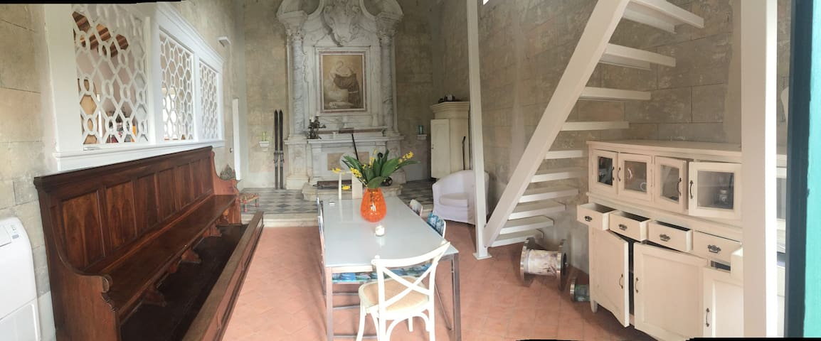 Authentic 1400 Chapel modernly refurbished, Lucca. - Lucques - Maison