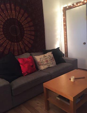 Appartement cosy en plein centre de Montréal