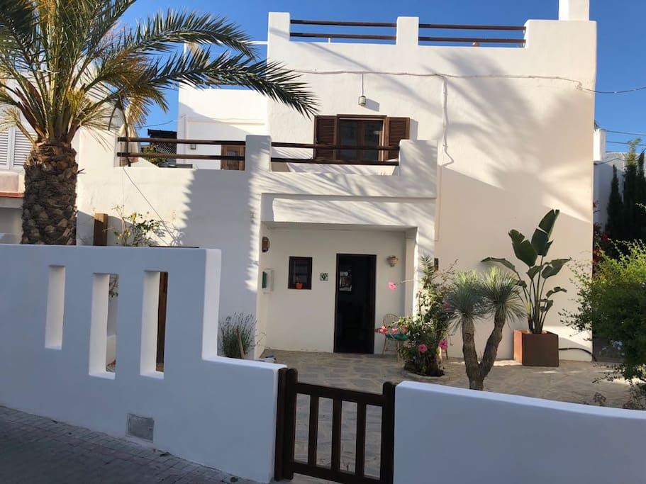 Casa Nana is situated in the heart of the village of Agua Amarga, just minutes from the square and beach.