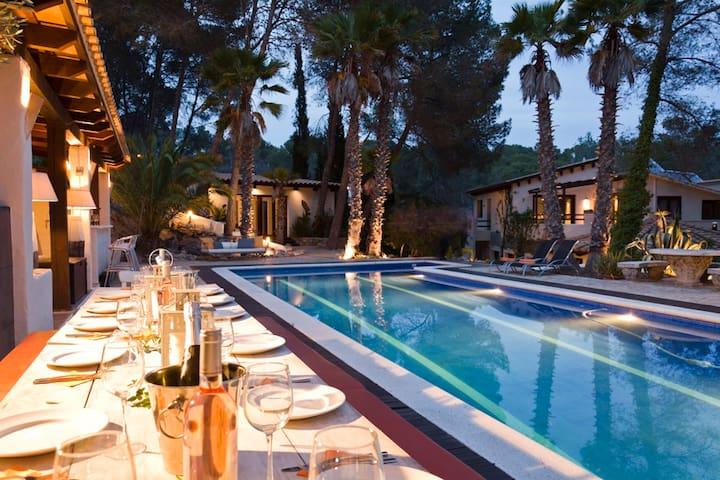 Villa Palmera, Paradise near Barcelona
