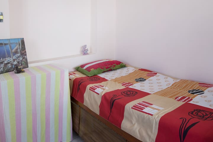 Single Bed Cozy room with B&B