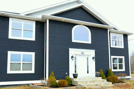 Beautiful home - Summerside
