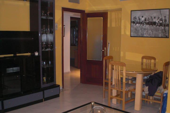 Piso-ático, céntrico, muy funcional - Plasencia - Appartamento