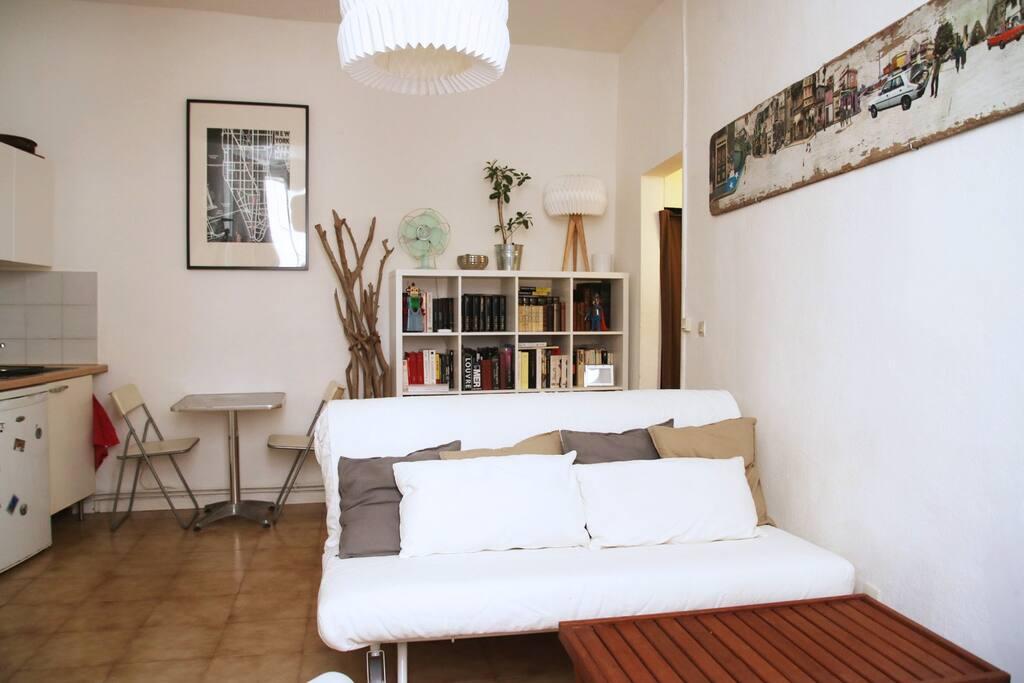 joli studio au c ur de l ecusson centre ville appartements louer montpellier languedoc. Black Bedroom Furniture Sets. Home Design Ideas