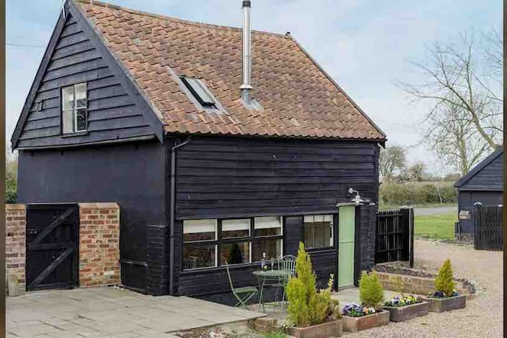 The Dairy - Romantic Suffolk Retreat