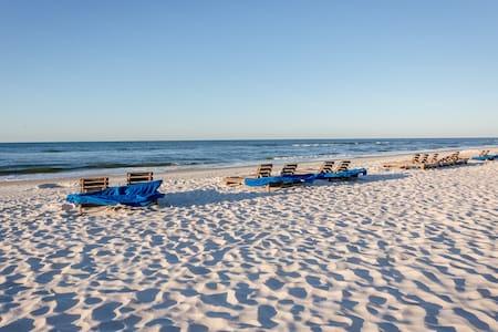 Beautiful Sandy Key #627, 2BR, 2BA private beach