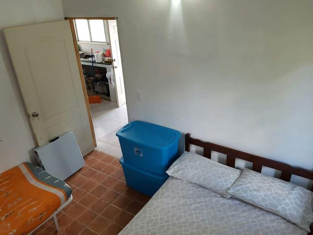 cuarto secundario con dos camas