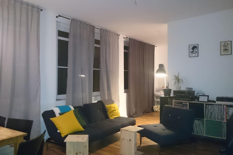 Wohnbereich mit Schlafsofa (klappbar) und klappbarem Sessel