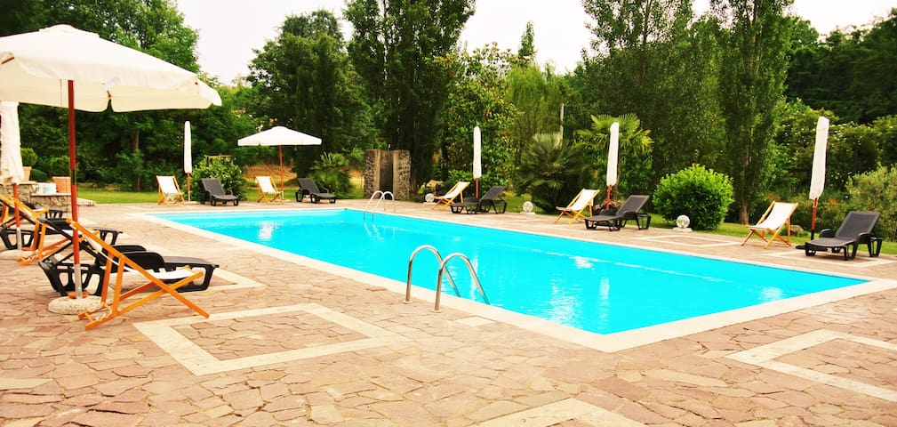 Amazing villa with pool close to Rome