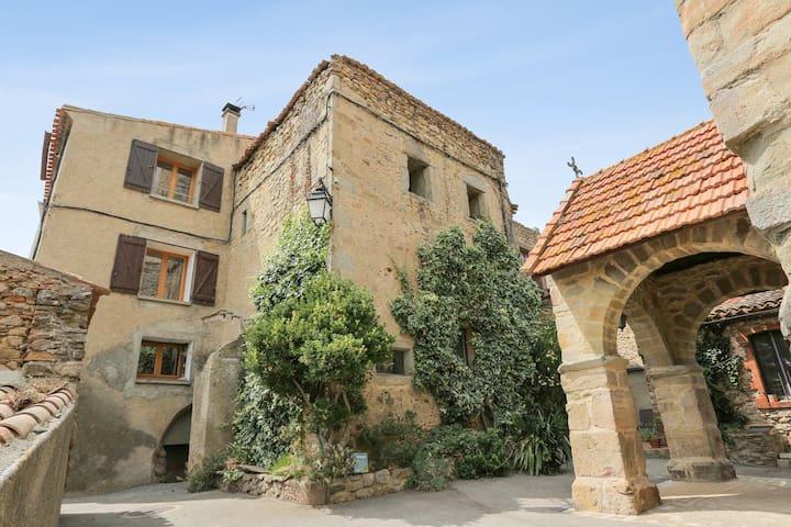 Au Château de Villelongue, suite familiale.