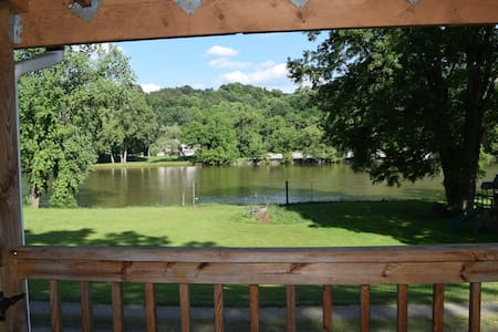 Waterfront Retreat on New River/Claytor Lake