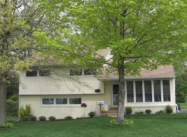 Quiet Suburban Home (no cleaning fee!)