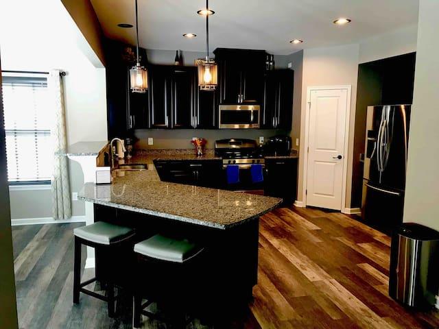 2 Bedrooms, Loft & Private Bathroom in Modern Home