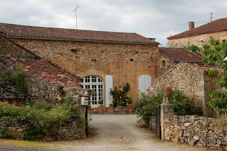 La Bergnole, Typical Perigord Farm
