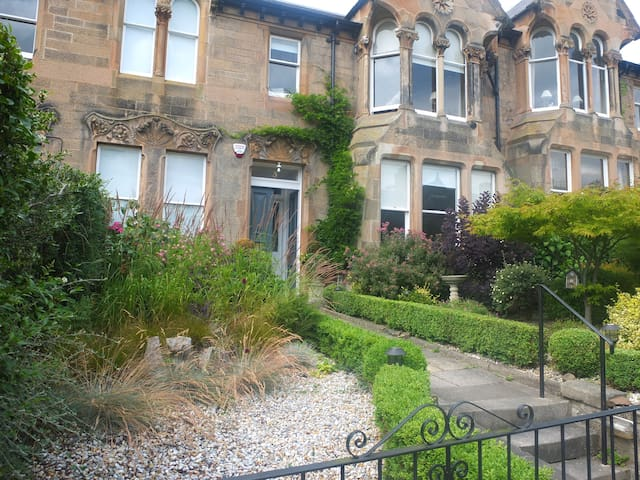 Victorian terraced house in leafy Murrayfield - a short walk in to Edinburgh's West End