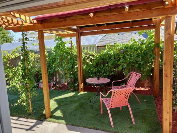 Napa Garden Suite: Grape Trellis
