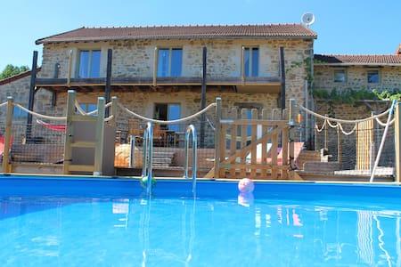 Beautiful 6 bedroom Farmhouse, pool - Peyrat-le-Château - Casa