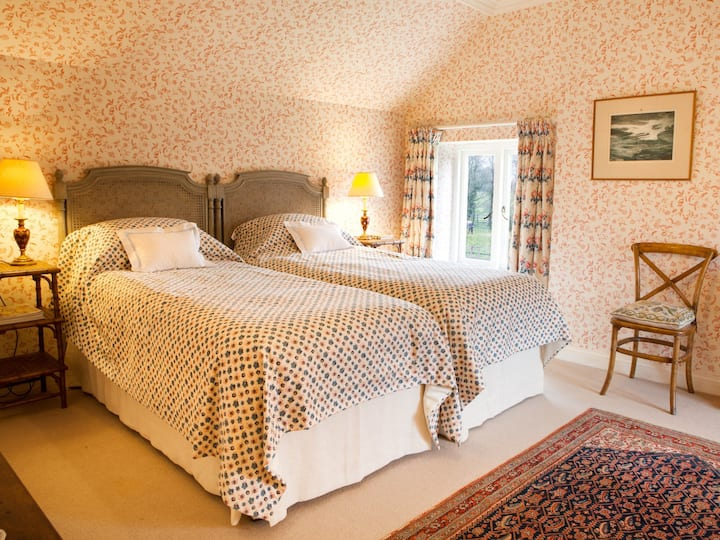 Lovely twin room with country views
