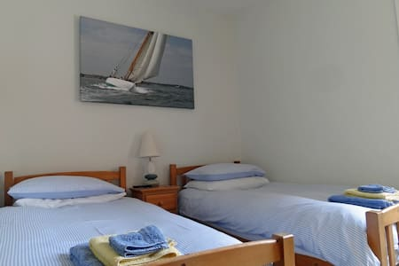 Gray's Inn B&B - twin en-suite room - Cowes - Bed & Breakfast