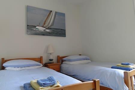 Gray's Inn B&B - twin en-suite room - Cowes