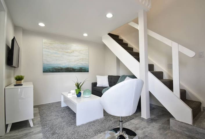 Beautiful Loft Apt #3-Walking Distance to Beach