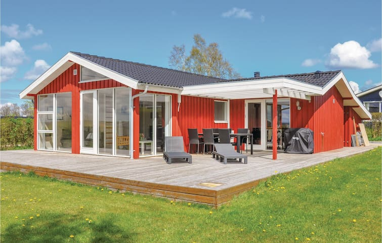 Holiday cottage with 2 bedrooms on 74m² in Egernsund