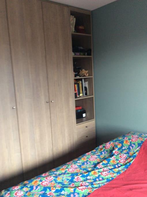 Cambre avec 2 lits d une personne .