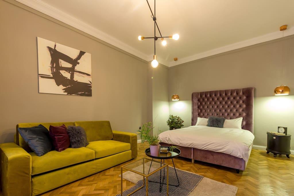 Confortable bed & sofa.