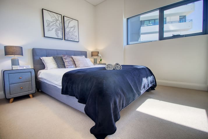 Master bedroom with large closet and Air-con