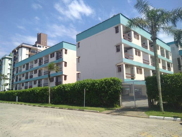 Apartamento de frente para a praia Massaguaçu.