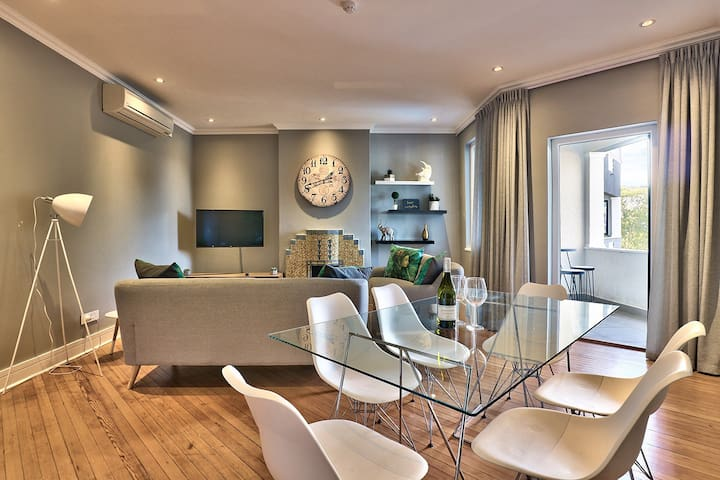 A Trendy Green Point Apartment - No 6