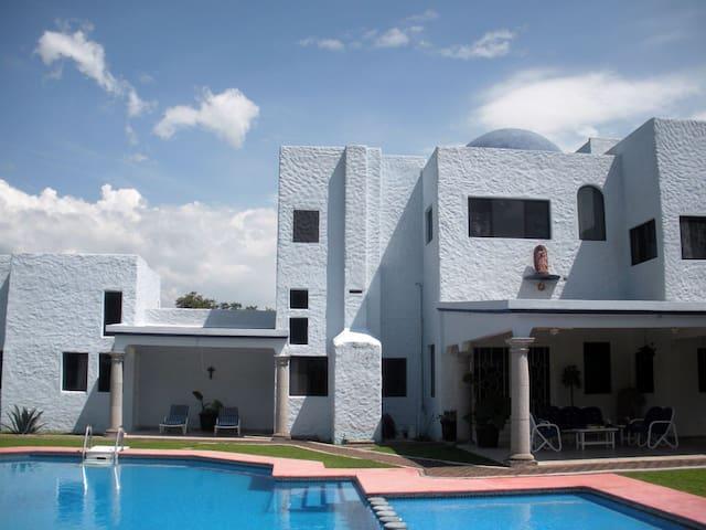 Hermosa casa •VILLA AZUL• frente a la montaña