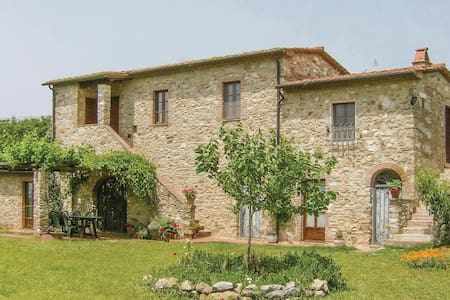 Holiday cottage with 4 bedrooms on 120m² in Venturina Terme
