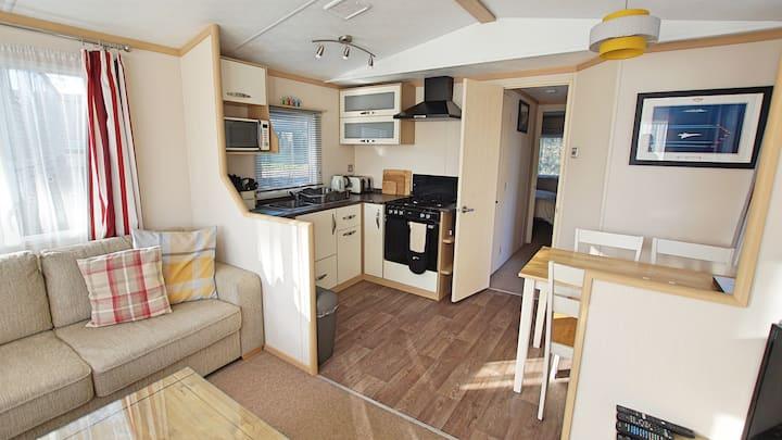 Family & dog friendly static caravan on 5* site