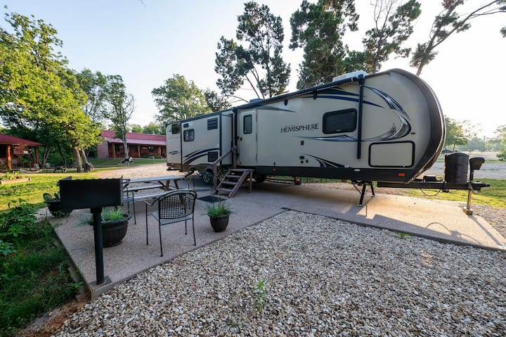The Hemisphere RV (15 Min From Magnolia and Baylor!!)
