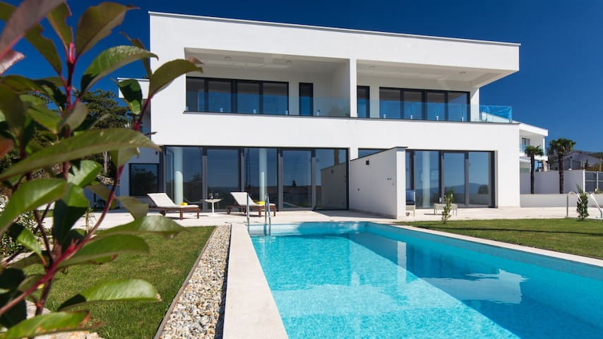 Luxury Villa Benic 4 *****
