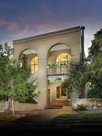 Private studio in the heart of historic downtown