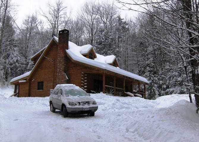 Contemporary Log House W Hot Tub - Wardsboro - Hus