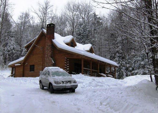 Contemporary Log House W Hot Tub - Wardsboro - Ev