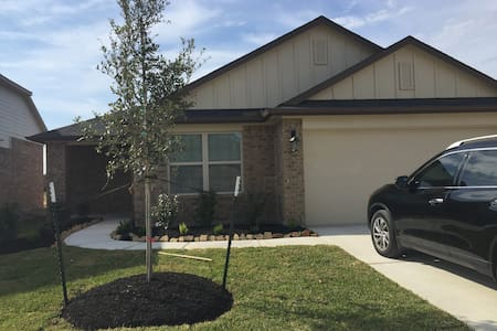 Spacious 4 bedroom home with all the amenities - Fresno
