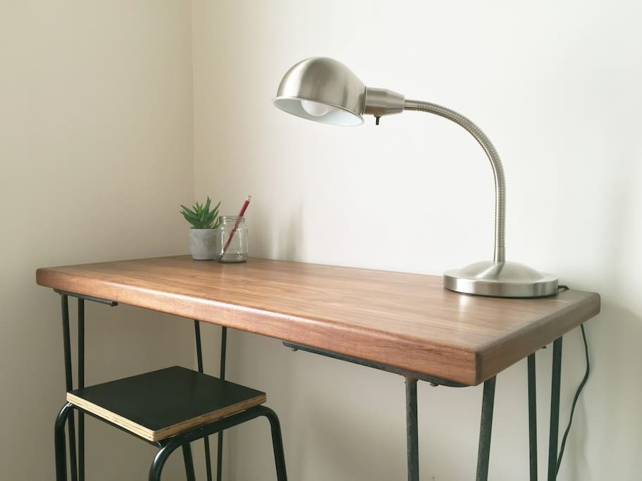 Elegant desk space with fast Wi-Fi access