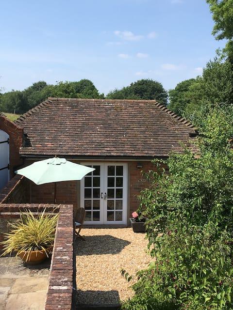 Midhurst hidden away 1 bed studio, Stunning views