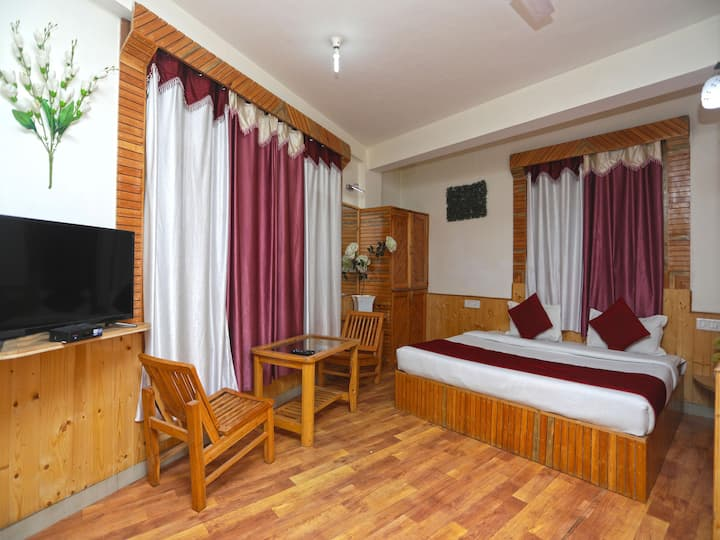 OYO - Wooden 1 BR Home, Naggar Road-Hurry!