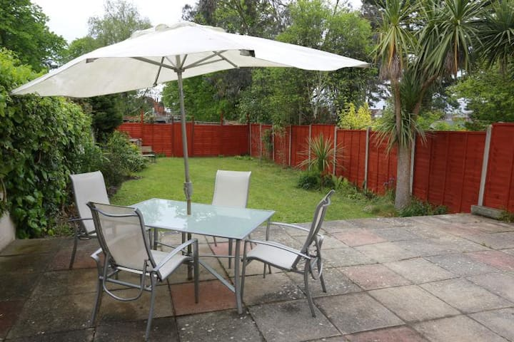 Southbourne, Bournemouth Family Holiday Home - Bournemouth - House