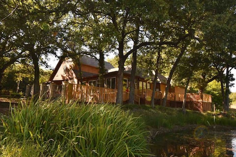 Tranquil Texoma Lake House w/private lake