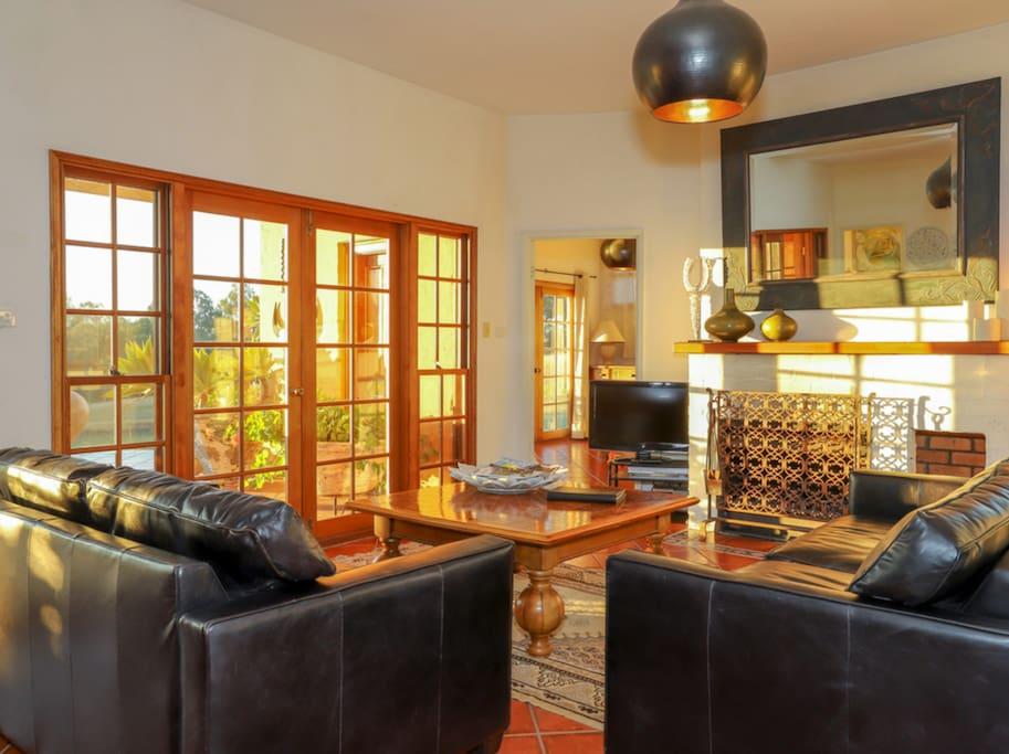 Hunter-Valley-Accommodation-Casa-Della-Vigna-Living-Room.jpg