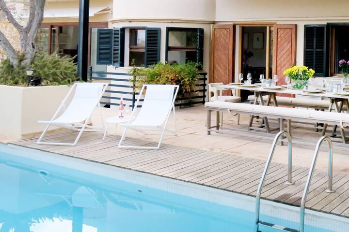 Central 250 sqm villa (pool, ocean view 8p+2kids)